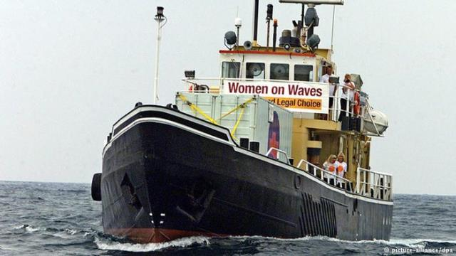 Guatemala authorities expel Dutch 'abortion ship'