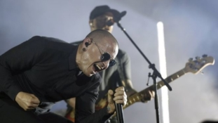 Linkin Park vocalist 'took his own life'
