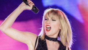 Pop Star, Taylor Swift wins assault case against DJ