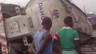 Protest in Lokoja as Dangote truck crushes school children