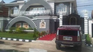 Feuding Psquare puts 'Squareville' mansion for sale