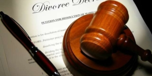 Husband ends 22-year-old marriage over wife's wearing of trousers