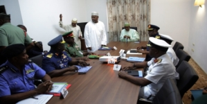 JUST IN: President Buhari meets with service chiefs