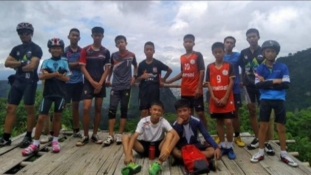 12 missing Thai boys and coach found alive in cave after missing for 9 days