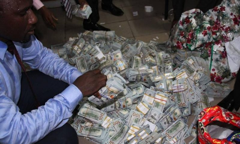 [PHOTOS] $43.4m, N23.2, and £27,800 discovered in Lagos private apartment