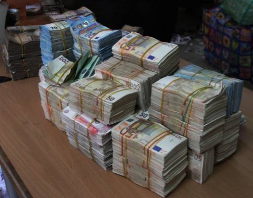 EFCC discovers another raw cash of N250 million in Balogun Market