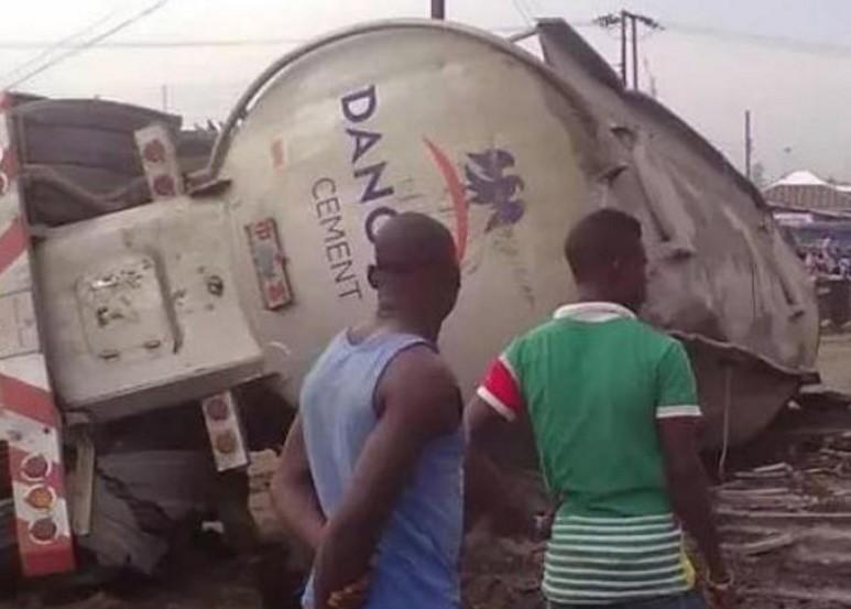 Protest in Lokoja as Dangote truck crushes school children