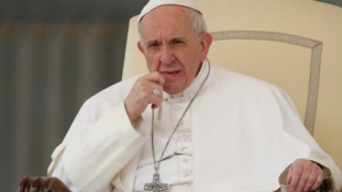 Pope urges nations to welcome refugees