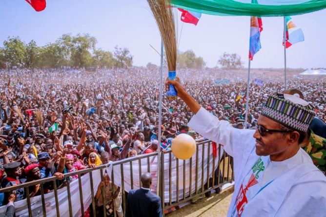 PHOTOS: Mammoth crowd throng Sokoto for Buhari
