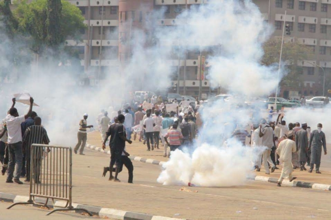 Police fire gunshots as Shi'ites protest again in Abuja