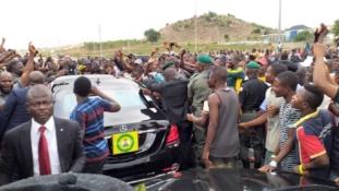 Osibanjo's convoy blocked by protesting villagers in Abuja