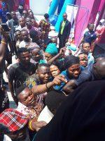 VIDEO: Shoppers besiege Konga store for pre-Konga Yakata experience